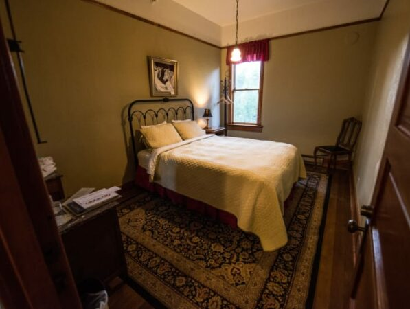 Traditional Queen, Historic Balch Hotel