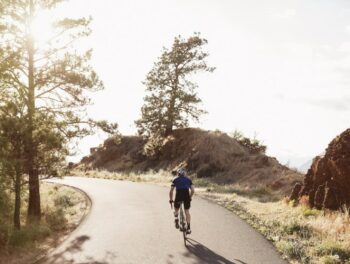 Bicyclist on Columbia River Historic Trail
