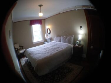 Traditional Queen room, with shared bath Balch Hotel
